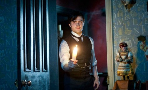daniel-radcliffe-in-the-woman-in-black-2012-movie-image-21-e1325636326516