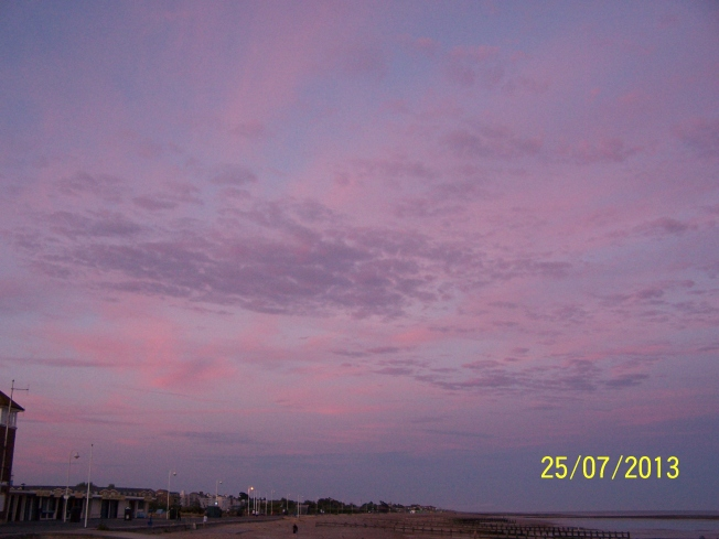 Pink clouds on L'ton beach1