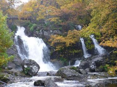 arklet-falls-beside-the